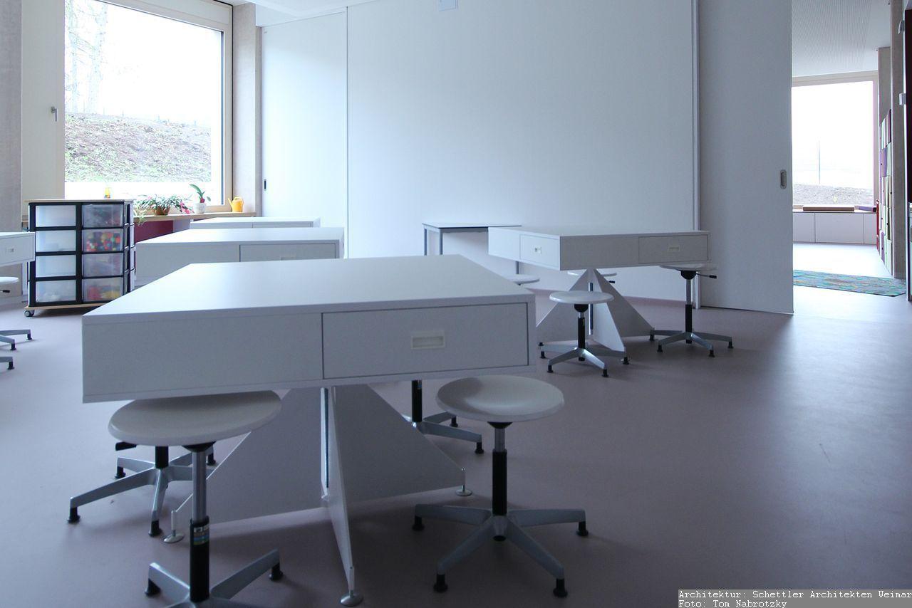 Möbel für Gruppenunterrichtsraum und Arbeitsraum