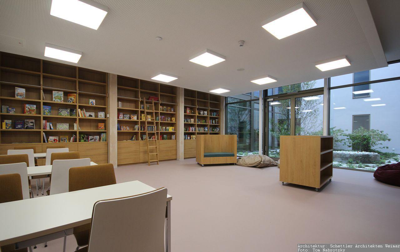 Bibliothekseinrichtung Tischlerarbeit