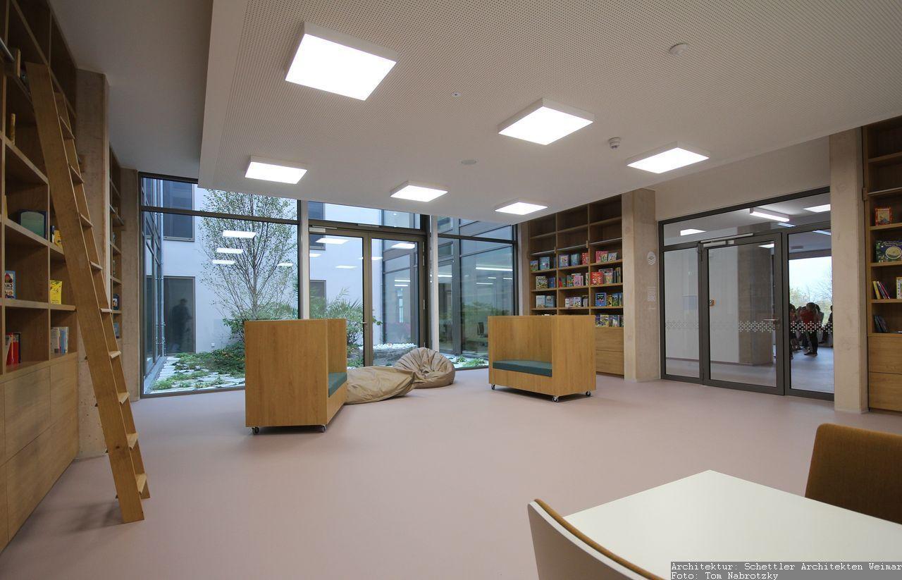 Möbel für Bibliothek