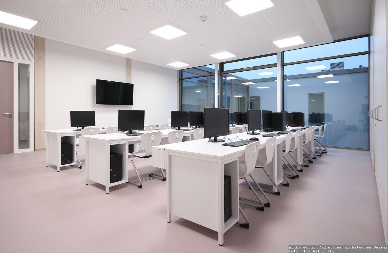 Möbel für Computerkabinet - Tische und Einbauschränke
