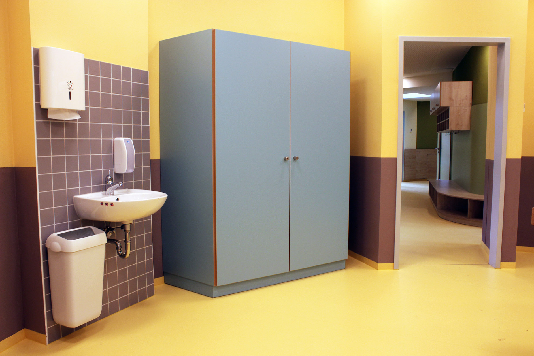 Foto Vorratsschrank für Bad in Kindertagesstätte in Zwickau
