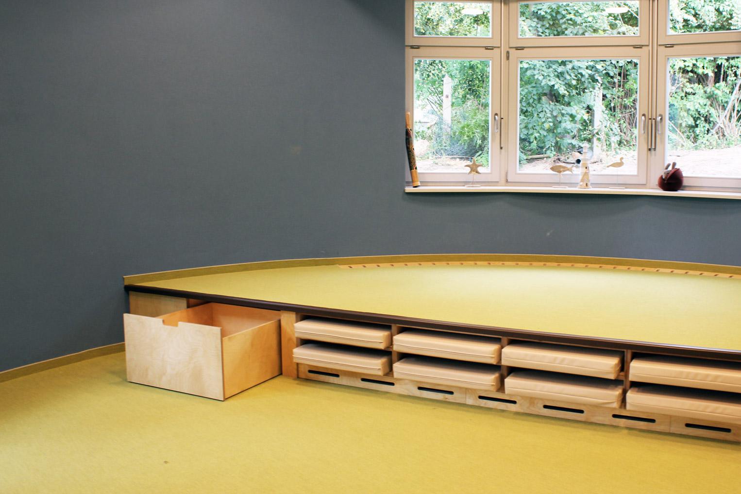 Foto Mehrzweckmöbel von der Möbeltischlerarbeit für Kindertagesstätte in Zwickau