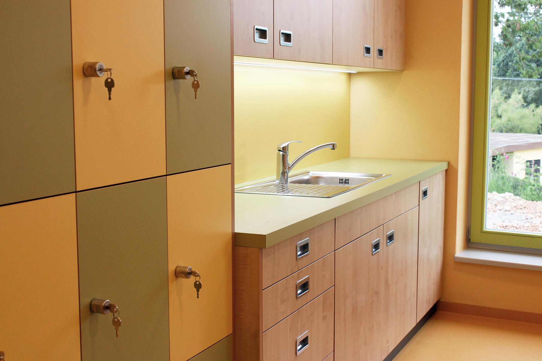 Foto Einrichtung für Personalraum - Tischlerarbeit