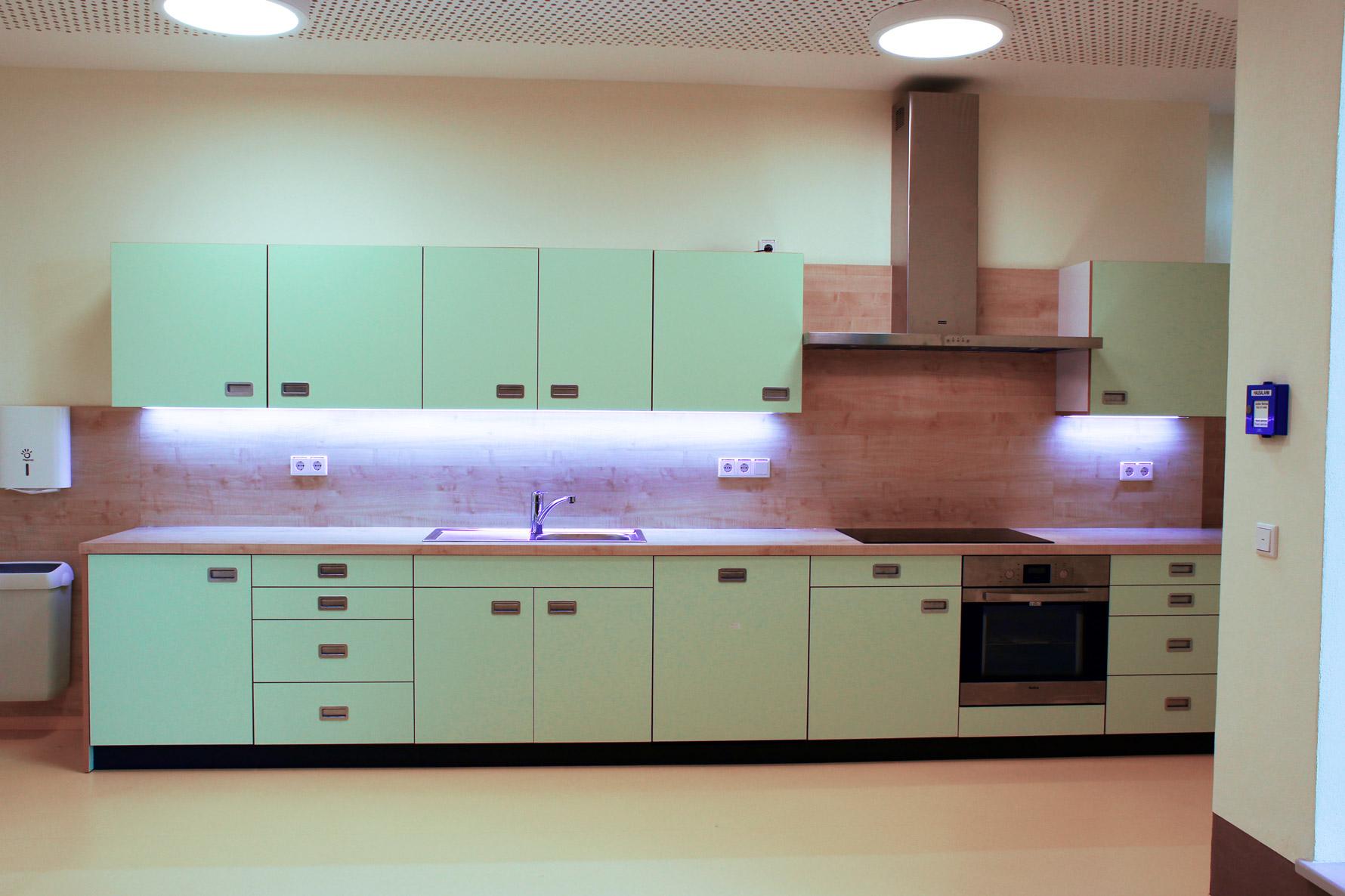 Einbauküche komplett - Arbeit der Möbeltischlerei Holzwerkstatt Trommer
