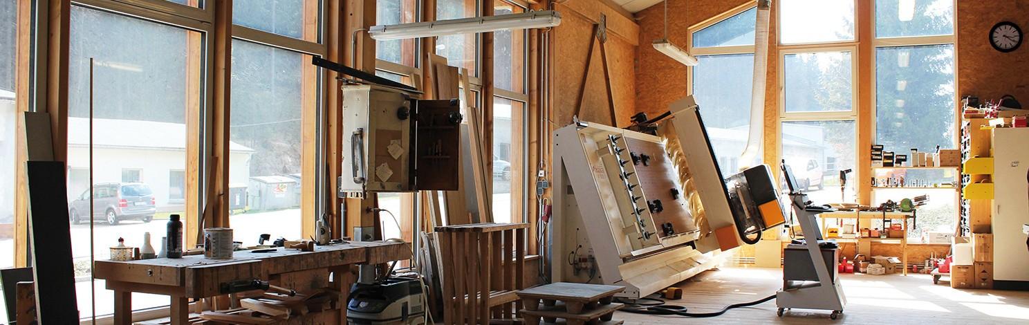 Möbeltischlerei für Zwickau Foto zeigt Blick in die Tischlerei